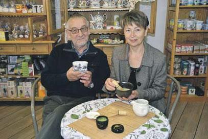 Larissa Scholtysik und ihr Ehemann Peter laden zu einer japanischen Teezeremonie mit einer Teemeisterin ein. Im Mittelpunkt steht der Grüntee Matcha. Foto ih