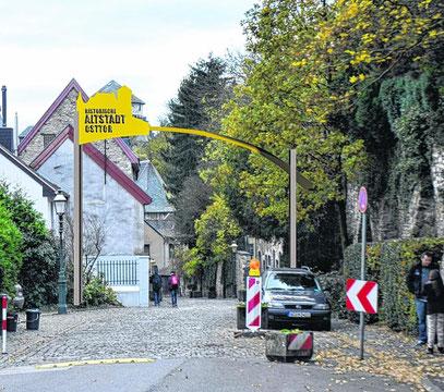 Das Osttor mit Blick von der Vogelsangstraße in Richtung Burg. Die Fotomontage zeigt, wie der Zugang zur Altstadt aussehen soll. Allerdings wird die Silhouette deutlich dezenter, wahrscheinlich in Messing, gestaltet.