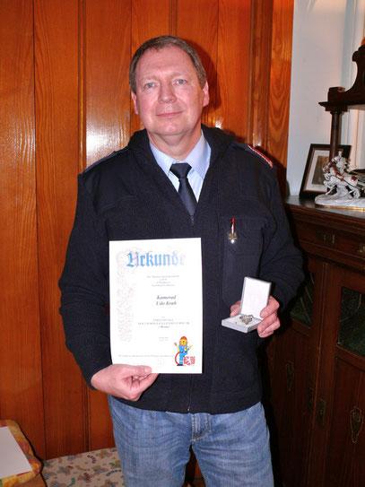 Jugendwart Udo Krah wurde mit der Ehrenspange der Thüringer Jugendfeuerwehr in Bronze ausgezeichnet