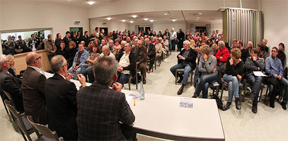 Bild der letzten Bürgerversammlung (Quelle: Oberberg-Aktuell [siehe Quellen])
