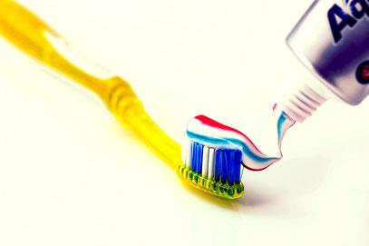 Zahnarzt Zähne Mundhygiene Zahnpflege Zahnbürste Zahnpasta