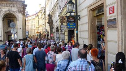 ...wir mitten drin in Prag!