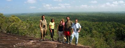 randonnée découverte de la nature sur un inselberg en guyane