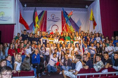 10 Delegationen im International Youth Camp in Lazurny - mittendrin die Buxtehuder Delegation aus Deutschland