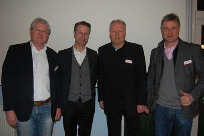Promis beim VfL: Marco Bode und Schiedsrichter Peter Gagelmann