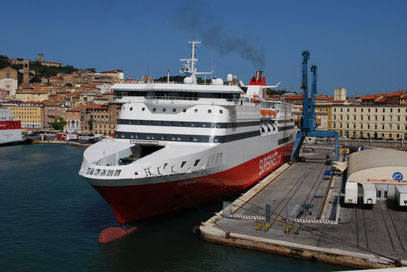 Superfast (5) amarré à Ancone, peu avant son départ pour Igoumenitsa.