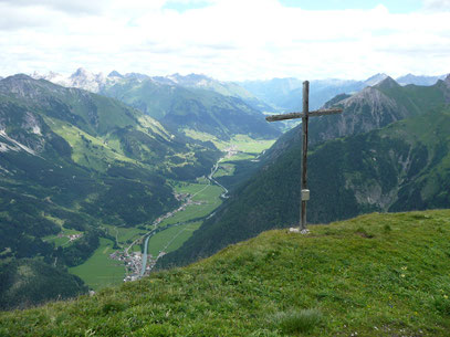 Am Gipfel des Pimig mit Blick ins Obere Lechtal