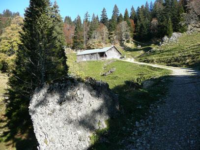 Alphütte am Weg zum Falken