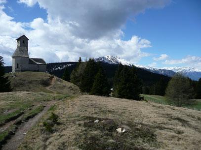 Kapelle am Vigiljoch mit Naturnser Hochwart