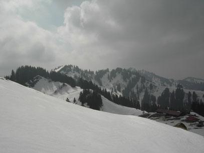 Am Kamm der Nagelfluhkette,oberhalb der Falkenhütte.Blick zum Falken und Hochhäderich.