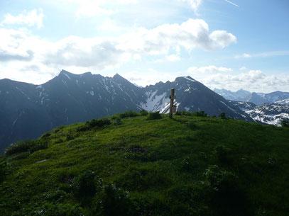 Am Gipfel des Bärenkopf mit Blick zu Elfer und Co.