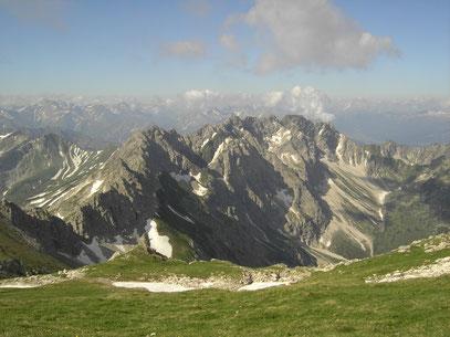 Blick vom Großen Daumen zum Hindelanger Klettersteig mit den Wengenköpfen