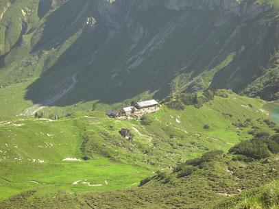 Die Landsberger Hütte beim Aufstieg zur Lachenspitze