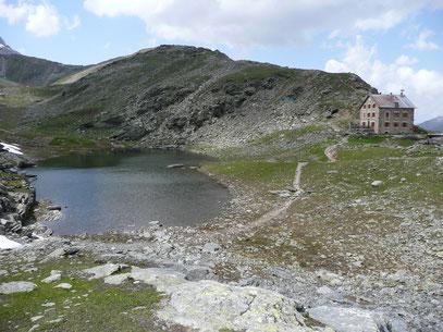 Hintergratkopf mit Hintergrathütte und See