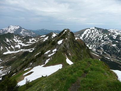 Blick zum Steinmanndl (Links der Bildmitte) und Kreuzmanndl (Links)