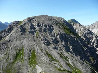 Blick von der Schänzlespitze auf den Schänzlekopf mit Aufstiegsseite