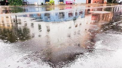 Hausbau - Wetter - Bodenplatte - Sockel - Fachwerkhaus - Steinhaus - Holzhaus - Fertighaus -Gartenhaus - Starkregen - Hauskauf - Haus kaufen - Bauen - Schnee - Wasser - Wasserschäden