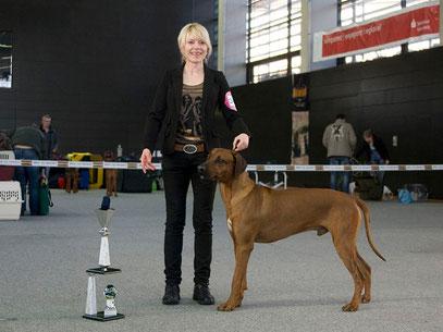 Natty und Banjoko mit dem Siegerpokal