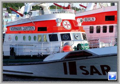 Seenotkreuzer im Hafen von Laboe