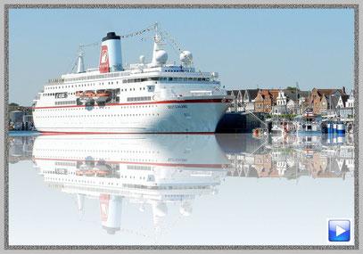 """Das Traumschiff, die """"MS Deutschland"""" am Cruise Center in Travemünde"""