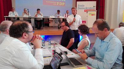 Christian Lindner spricht auf dem Bezirksparteitagt in Köln zu den Delegierten