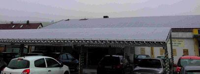 AUto Parkplatz und Solaranlage Solar Photovoltaik