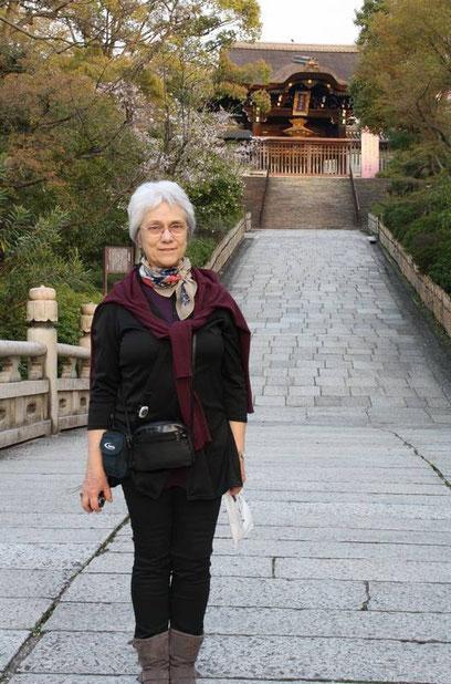 Le Sō-Mon (porte principale) du Ōtani Honbyō en arrière plan
