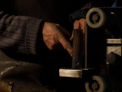 Messergriff selber bauen, Griff schalen schleifen