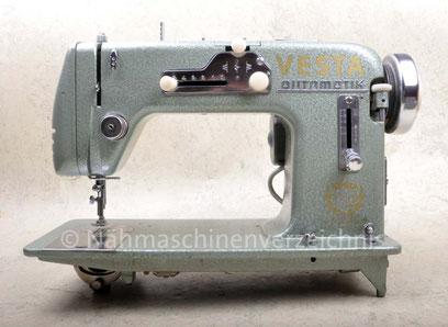 Vesta Automatik 560, entspricht WEBA 560, Flachbett-Automatik-Haushaltsnähmaschine mit austauschbaren Schablonen und CB-Greifer, Anbaumotor,  WEBA-Werke KG, Ober-Ramstadt (Bilder: Nähmaschinenverzeichnis)