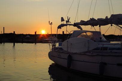 Sonnenuntergang im Yachthafen Borkum