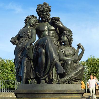 """Figurengruppe """"Der Abend"""" von Johannes Schilling, Treppe zum Schlossplatz"""