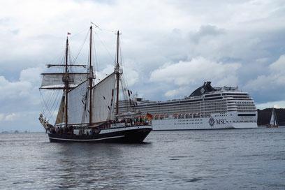 Kreuzfahrtschiff MSC ORCHESTRA läuft aus