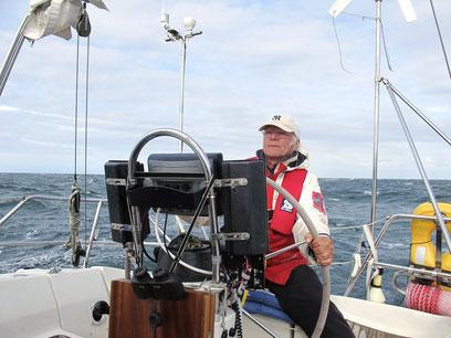 Motoren gegen den Wind und hohe Wellen (Foto: G. Ehrich)
