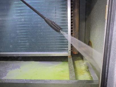 高圧洗浄空調機内部清掃