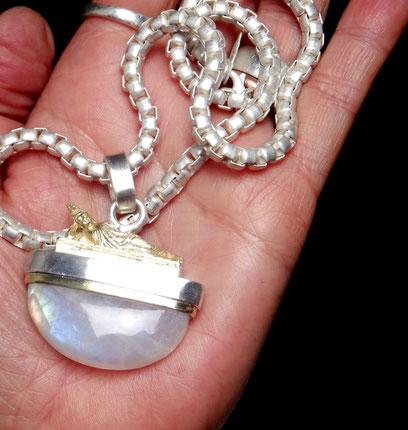 Kettenanhänger Mondstein Halbmond Buddha Silberkette