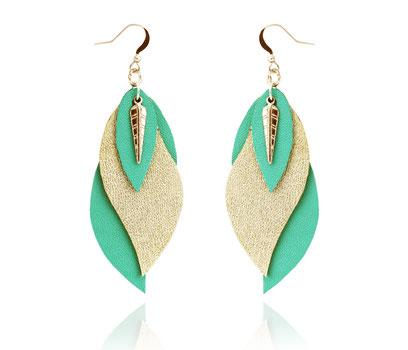 créations bijoux- créateur bijoux- bijoux fait main-bijoux cuir- créateur bijoux cuir- création bijoux- -sarayana-handmade jewelry-leather jewelry-bijoux de créateur- boucles d'oreille cuir- boucles d'oreille mint doré-boucles d'oreilles feuilles