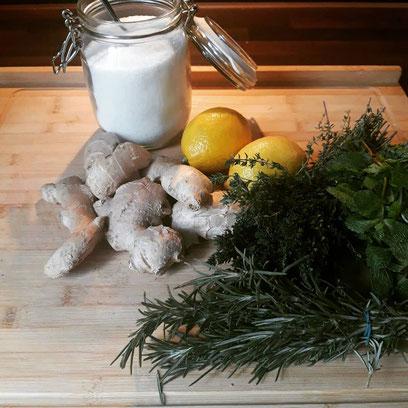 Ingwer-Kräuter-Sirup selbstgemacht