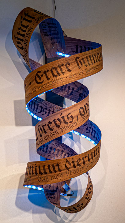 """Nr. 56 / HEINZ GRÜNAUER / """"Nussige Fraktur"""", Schriftspirale, 3D-Installation, 35x35x100cm, 490,-€"""