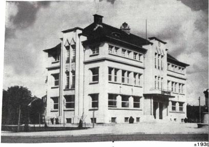 +- 1939- Hôtel de Ville