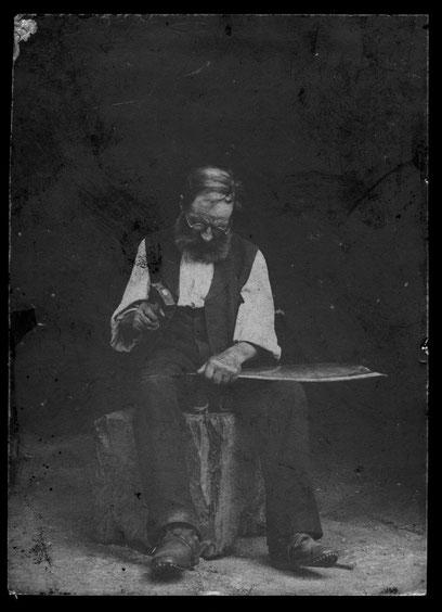 """Carl Fricker, Lehrers, beim """"Sägesse dängele"""" (um 1908)   Foto: Karl Fricker-Bär, Turnlehrer"""