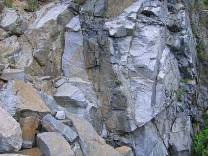 Basaltgang im Granodiorit