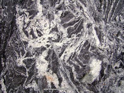Struktur - Zweiglimmer-Granodiorit / Anatexit