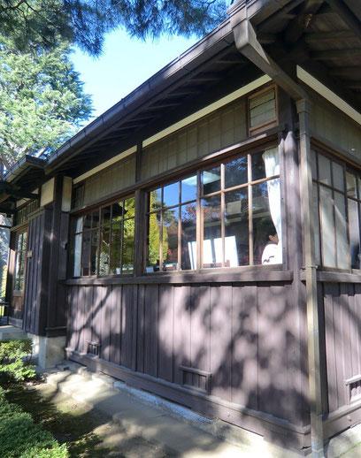 展示室(本館)。岩崎家の別邸として、昭和9年に建てられた洋館です