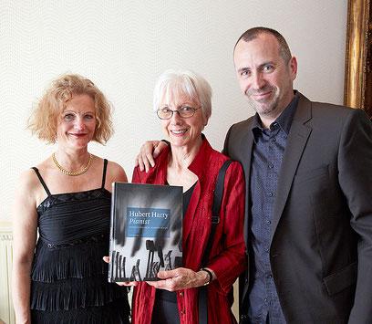 Catherine Anne, Heidi und Allan Lawrence Harry proudly present …
