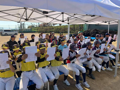野球教室にてビジョントレーニング中の図