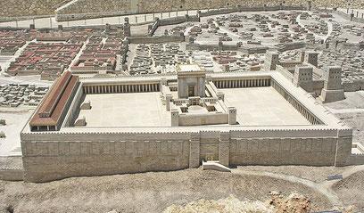 Le temple de Jérusalem était composé de 4 cours ou parvis et du sanctuaire: le saint et le très-saint.