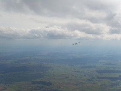 Den Drachen- und Gleitschirmflieger Club Battenberg eV gibt es seit 1977! Unser Hausberg ist der battenberger Eisenberg mit einer Startplatzhöhe von 135 Metern, Windrichtung W bis NW. Vom Startplatz a