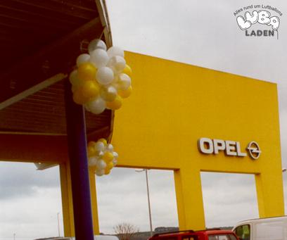 Latexballon zu Kugeln gebunden Ballon Bamberg Opel