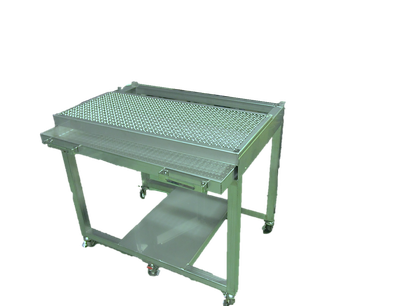 食品工場向けのステンレス下処理作業台