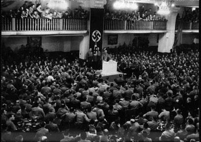 """Hitler holder tale for nazi-bevægelsens """"gamle kæmpere"""""""